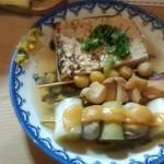 おでん 十七八 - 焼き豆腐・銀杏・ゲソ・ネギと牡蠣