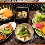 薩摩 うしのくら - 前菜4種盛り合わせ&サラダ
