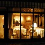 オーベルジュ・オー・ミラドー - ディナーは落ち着いた雰囲気の中でお召し上がりいただけます。