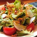 イージーピット - イージーピットのサラダ。厳選野菜使用。