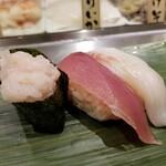 寿司 魚がし日本一 - 三崎港直送鮮魚3貫。