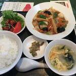 中国料理 翠園 - 料理写真:平日ランチの八宝菜920円(税込)です。綺麗に丁寧な盛り付けが目をひきます。