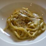 オルトレヴィーノ - ピスタチオとパルミジャーノのペーストのスパゲティ