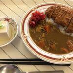 所沢市役所 食堂 - 料理写真:カツカレーと小鉢 ¥600-