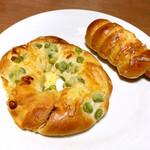 神戸屋 - 枝豆チーズ(税別260円)、ウインナーロール(税別190円)