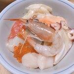 丼丸 - 買ってきた刺身の盛り合わせを、       作った酢飯にのせて       海鮮丼にしてみました。