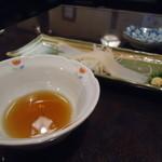海鮮家 小樽磯鮨 - お酒を頼んだらサービスのイカソーメンがついてきた