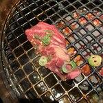 秀吉 - 美しいハラミを焼き始めた写真