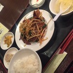 121884345 - ニラレバ炒め定食(^∇^)