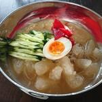 韓国料理 清香苑 - ネンミョン(冷麺、一般的にはレンミョン)¥1,050 自信があるから辛味なし!