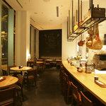 ピッツァ サルヴァトーレ クオモ 梅田 アンド ザ バー - 1F ディナー 「大きなピッツァ窯がライトアップ」