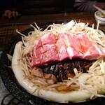 小樽ジンギスカン倶楽部 北とうがらし - ラムステーキ焼き始め&長ねぎ一本焼き(別料金)