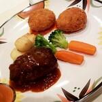 ふくろうのふらいぱん - 料理写真:ハンバーグ(ハーフ)&シーフードのクリームコロッケ