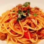 121915019 - スパゲッティ豚肉とパプリカのトマトラグーソース
