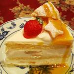 カフェ ド ミンガス - ホワイトチョコクッキーケーキ。