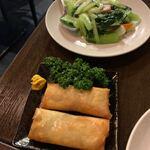 チャ~ボン多福楼 - 春巻きと青梗菜にんにく炒め。至って普通に旨い。