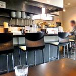 麺や真登 - カウンター席