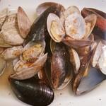 アンリヴァージュ - ◆アサリとムール貝の白ワイン蒸し