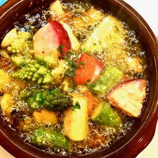 冬野菜とカマンベールのアヒージョ