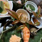 割烹 利助 - 一口サイズの海老のお寿司も旨し♡