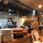 bisutorohahifuya - カウンターと厨房