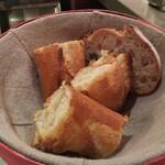 Brasserie VIRON - レトロドールのバゲット。クラストはバリバリに硬くクラムはモッチリ!