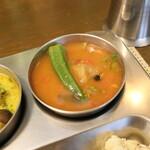 南インド家庭料理 カルナータカー - 豆と野菜のカレー、サンバール