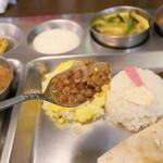 南インド家庭料理 カルナータカー - マスール豆のカレー
