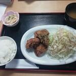 コミックレストラン ヒビキ - 日替り定食(油淋鶏・750円)
