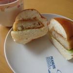 パンと菓子 旭屋 - 料理写真:コロッケパン