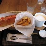 メルフィ バーガー - チリドッグとポテトのセット