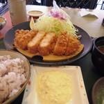 楽一楽座 - 料理写真:一押し海老かつ定食