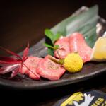 松阪牛 完全個室 肉割烹 WAGYU+  - 親子牛タン焼き 2種の塩味で