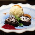 松阪牛 完全個室 肉割烹 WAGYU+  - ガトーショコラ バニラアイスクリーム