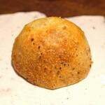 アカ - 自家製のライ麦パン