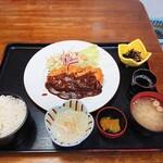 お食事処 さかゑや - 料理写真:2019年12月 とんかつ定食(1050円)