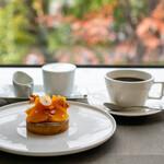 カフェユアーズ - 柿のタルト、ストロング