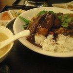 過門香 -  重慶式 豚角煮あんかけ御飯セット