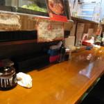 ぶちうま - ピカピカに磨かれたカウンターテーブル。