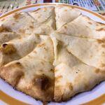 アジアン・インド・ネパールレストラン ヒマラヤ - チーズナン