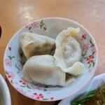 瑛琳  - 水餃子。これは普通に美味しいです。