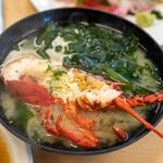 活魚料理 びんび家 - 2019.12 びんび定食(3,500円)半分に割った伊勢海老とワカメのお味噌汁