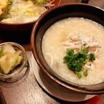 yuechixaitsuxonfa- - 熱々の中華おじやは大ぶりのしらすと葱のトッピング、特製スープでトロトロに煮込まれたお米が美味しい!