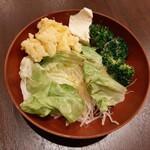 yuechixaitsuxonfa- - 大根サラダやブロッコリーなどの野菜の他、ホクホク&ねっとり2種類の食感が楽しめるポテトサラダも