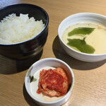 Yakinikukappoutsukitohasu - 焼肉ランチのご飯・スープ・キムチ