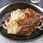 122021580 - 夕食(茸と雪室熟成牛のグリル)