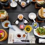 122021594 - 夕食(はじめに並んでいた料理)