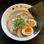 麺や 笑 - 料理写真:特製煮干しらーめん(950円)
