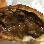 ベーカリー ピカソ - 牛肉ゴロゴロカレーパンの中