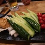 122044282 - 彩り野菜 まぐろの肉味噌添え
